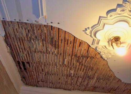 Покраска и штукатурка потолка. Готовимся штукатурить потолок