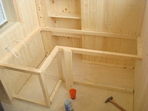 Ящик на балконе своими руками. Скамейка с ящиком для хранения на балкон — удобно и функционально!