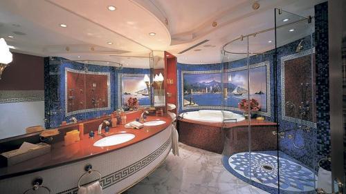 Большая ванная комната дизайн. В чем особенности оформления большой ванной комнаты